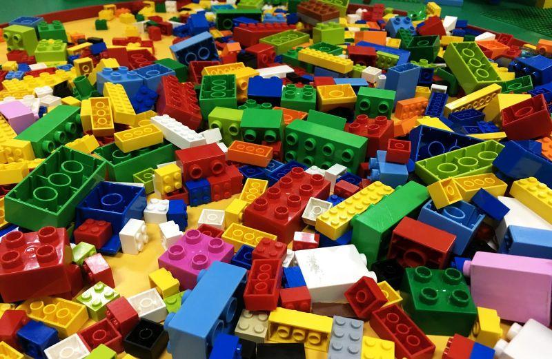 Lego-noun/ˈleɡ.əʊ