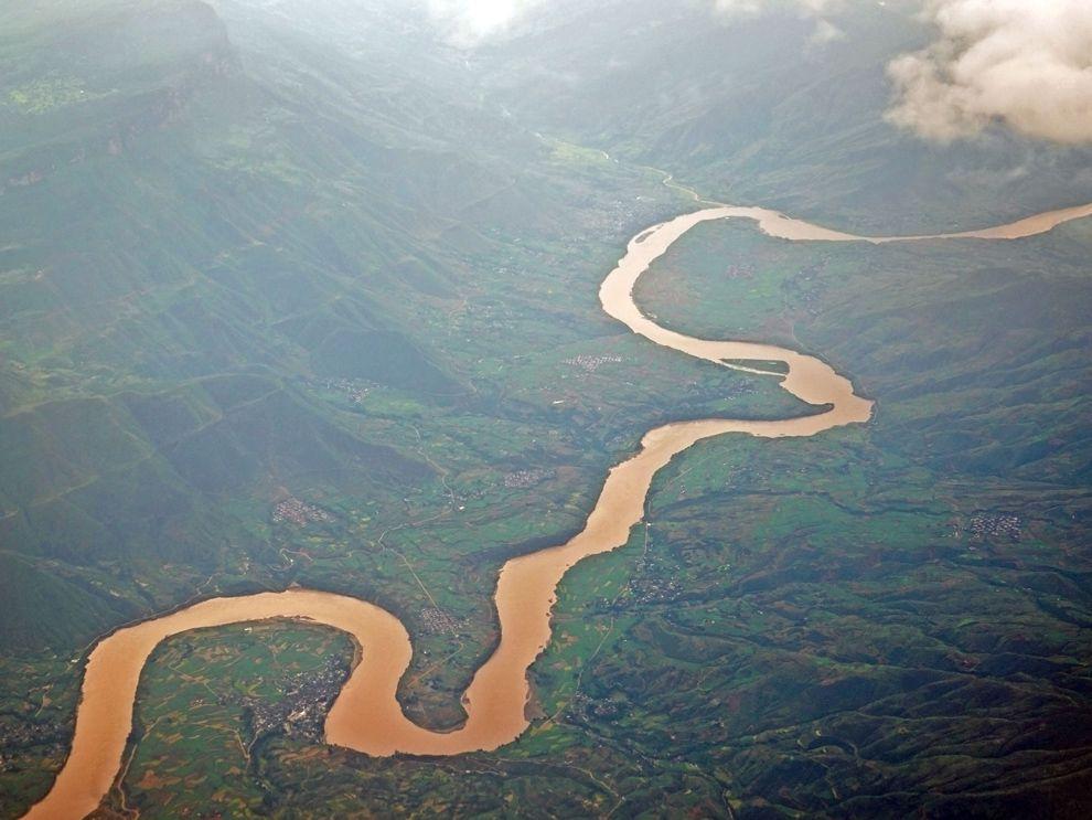 River-noun  ˈrɪv.ər